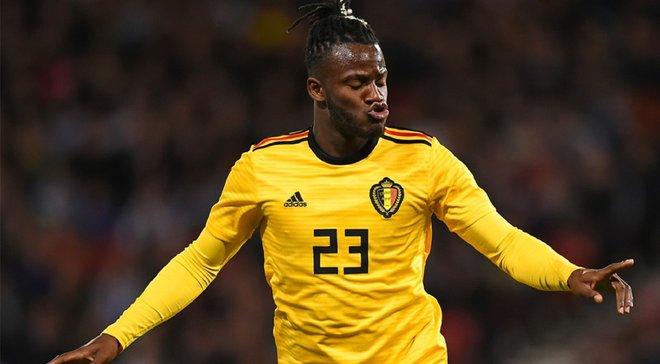 Батшуаи потроллил партнера по сборной Бельгии – он вышел на второй тайм против России в чужой футболке