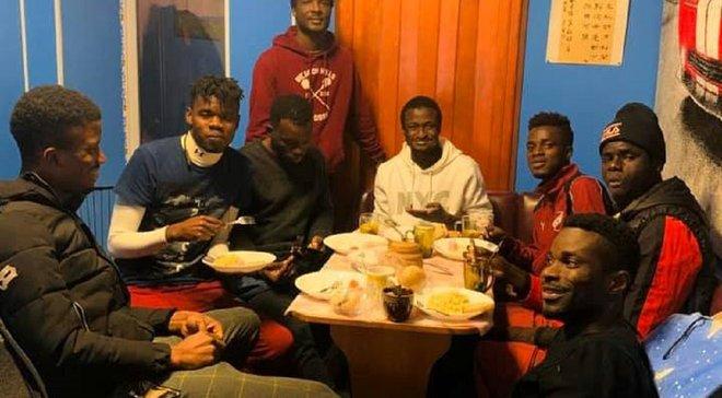 Рідний клуб Коноплянки вигнав вісьмох темношкірих легіонерів на вулицю – гравці залишились без даху над головою