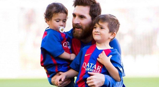 """""""Игра в бутылочку"""" – Месси растрогал сеть трогательным видео со своим младшим сыном"""
