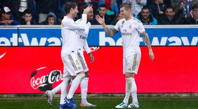 Валенсія переграла Вільяреал, Реал здолав Алавес і вийшов на першу сходинку: 15-й тур Прімери, матчі суботи