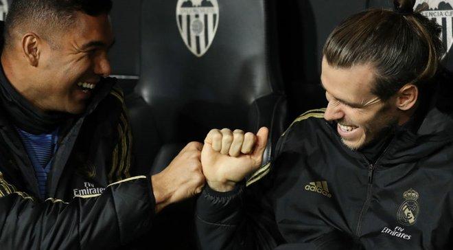 Бейл практиковался в челендже с бутылкой во время матча против Валенсии – очередное проявление равнодушия игрока к Реалу