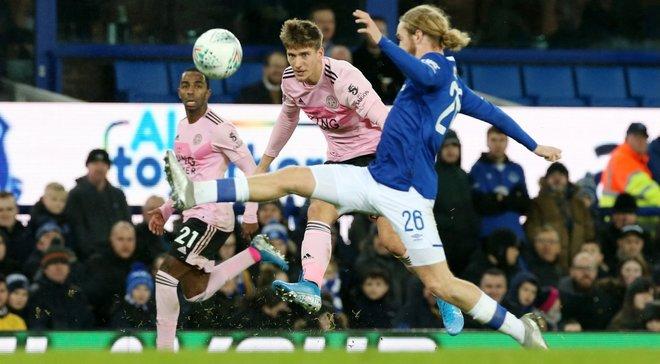 Кубок английской лиги: Лестер вырвал победу у Эвертона в серии пенальти, Манчестер Юнайтед разгромил Колчестер