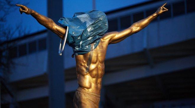Ибрагимовичу оторвали нос – фанаты продолжают издеваться над статуей шведа