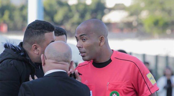 Арбітра з Марокко пожиттєво відсторонили від суддівства – відео скандального матчу