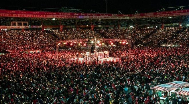 Фанати Уніон Берлін атмосферно зустріли Різдво на стадіоні