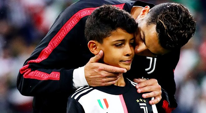Роналду разом із сином зіграв у футбол з безногим хлопчиком – зворушливе відео
