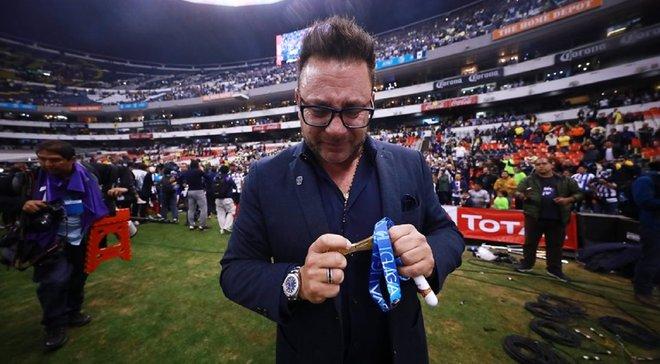 Тренер Монтеррея заплакав після здобуття чемпіонства – він пообіцяв цей трофей загиблому сину