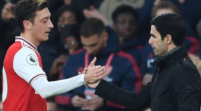 Озил не покинет Арсенал до истечения контракта