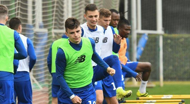 Шапаренко і Караваєв влаштували дуель за каву та шоколадку на тренуванні Динамо